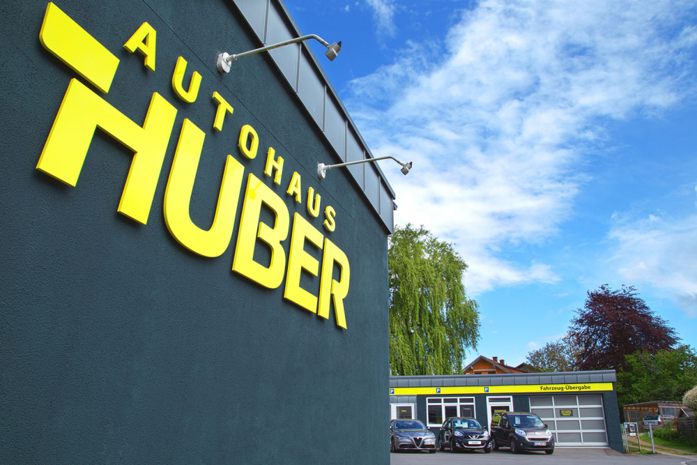 Autohaus Huber Logo-Beschriftung | Designagentur Ritter