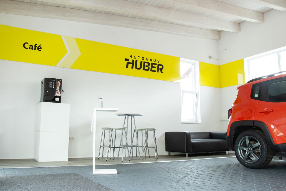 Autohaus Huber Verkaufsraum | Werbeagentur Ritter
