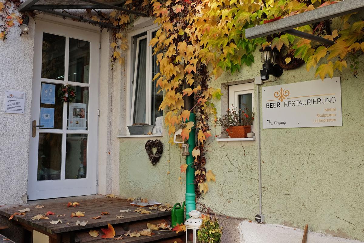 Beer Restaurierung | Beschriftung Innenhof